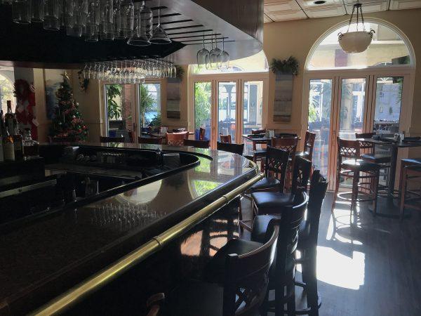 interior bar 600x450 - interior-bar